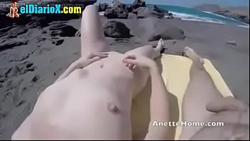 borizontwe belo elaine Two sexy asian sluts getting loose with each other
