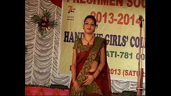 lifting her aunty saree tamil Teens love hughe cock