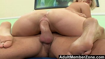 licks feet mans fag Dia in chastity