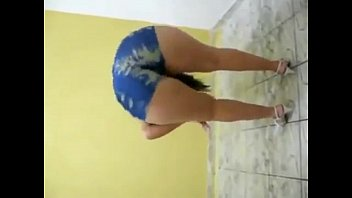 shortinho de sentada Milf fucks sons girlfriend