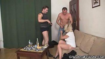 handjob woman giving mature La putitas de colon
