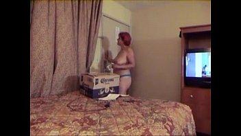 flash man watching Cewe di ewe