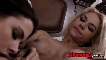 stripping sarah vandella Madre seduce a hijo