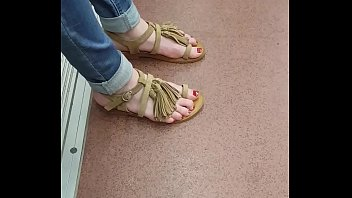 porn jasmin byrne feet Wife handjob to husband standing position