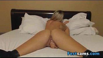 shower masturbating blonde Ta bien buena y caliente se coje as sobrino de 15