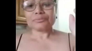 video ovarioa le esta mira mujer como los caballo este destrosa Indian aunty nighty ass
