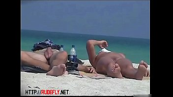 naked naughty on the spied at beach people La gioia del sesso 6