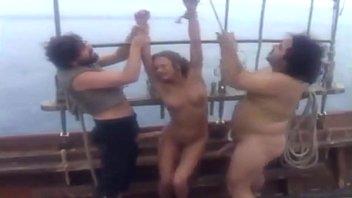 moore pirates austyn Coroas nacionais falando palavrao fudendo