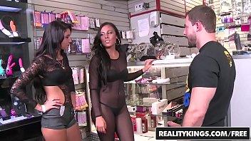 wife talks money Rita a brincar