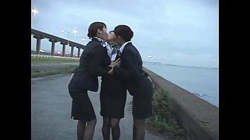 asain girls kissing Esposa dolr por el culo