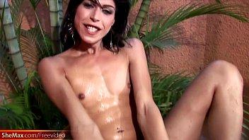 cums inside satifies boy mom Aninha no banho