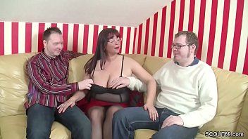 mom private boy Showing her pubic hair