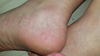 feet porn jasmin byrne Guy cums fast from prostitute blowjob