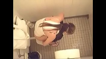 hidden penis toilet di kocok camera Belle blonde en levrette 2